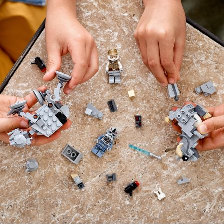 Mikromyśliwce: AT-AT™ kontra Tauntaun™ 75298