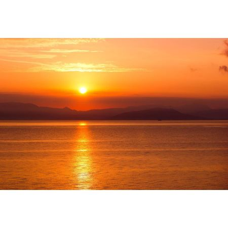 Wschód słońca z widokiem na Grecję kontynentalną - plakat premium