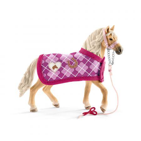 Andaluzyjski koń z zestawem akcesoriów