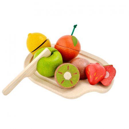 Drewniane owoce z deską do krojenia